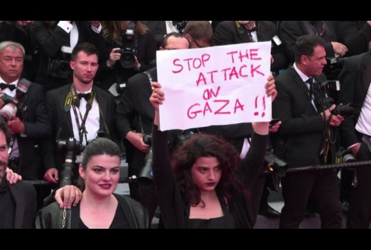 Cannes, l'attrice libanese sul red carpet: 'Stop attacchi a Gaza'