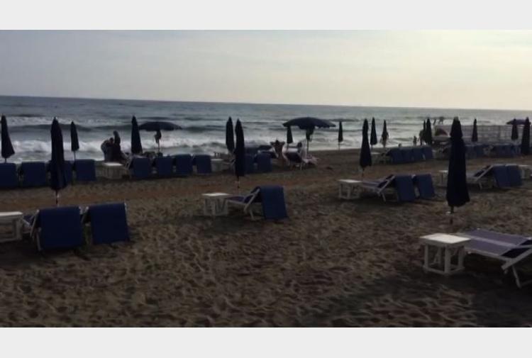 Matrimonio Ultima Spiaggia Capalbio : Libri l ultima vera storia dell spiaggia di