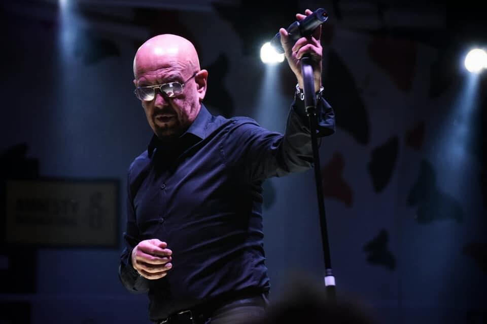 Enrico Ruggeri sta male: annullati i concerti