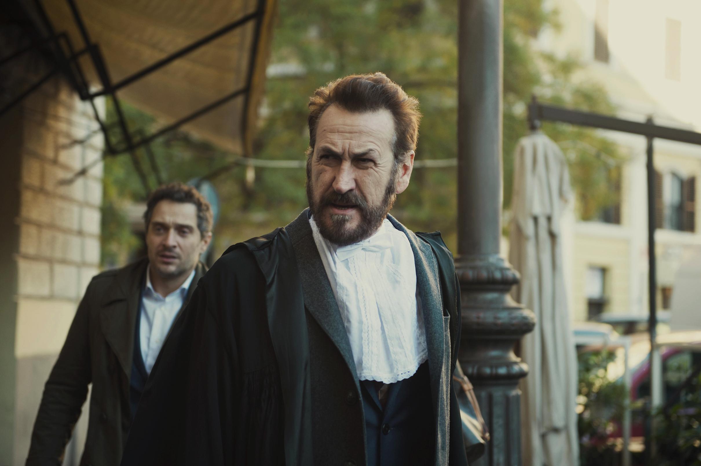 Netflix, il primo film italiano con Giallini e Santamaria