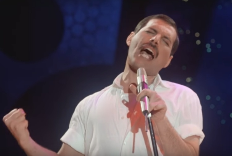 Freddie Mercury nel video di 'Time Waits For No One'